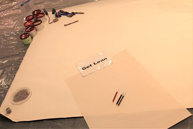 L'Active painting è un ottimo esercizio per lo sviluppo del senso di appartenenza ad un gruppo di lavoro. Favorisce il miglioramento della creatività e del pensiero laterale. Gli elementi che più vengono apprezzati sono il ritorno alla manualità tipica del periodo infantile ed il lavoro progettuale legato alla creazione di un'immagine derivata dai singoli apporti individuali. L'attività consiste nel rappresentare uno o più concetti derivati dalla scala valori dell'azienda (o altro tema concordato) su grandi tele da pittore, distese a terra.